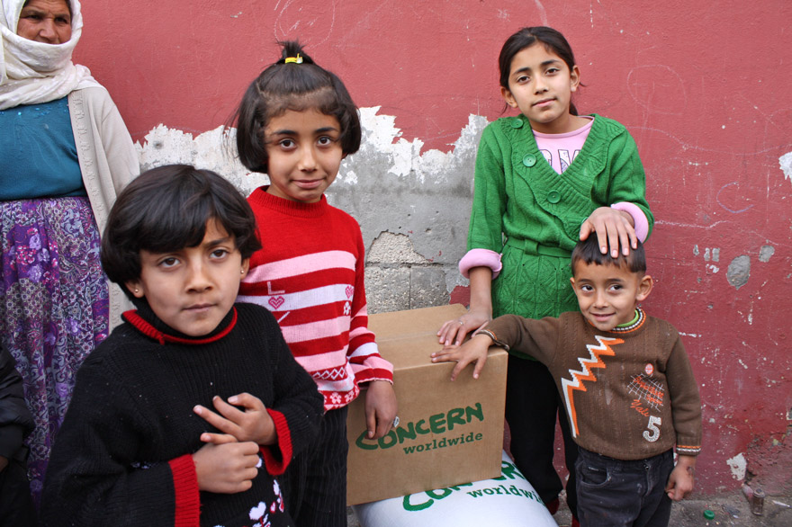 Syrian refugees receive food and other aid items