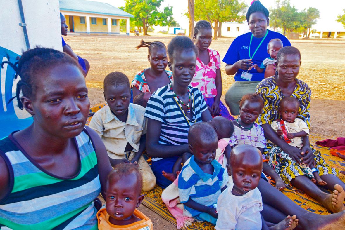 Concern staff with mothers and children in Northern Bahr el Ghazal, South Sudan