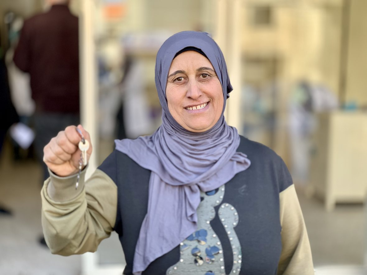 Syrian refugee with her home keys
