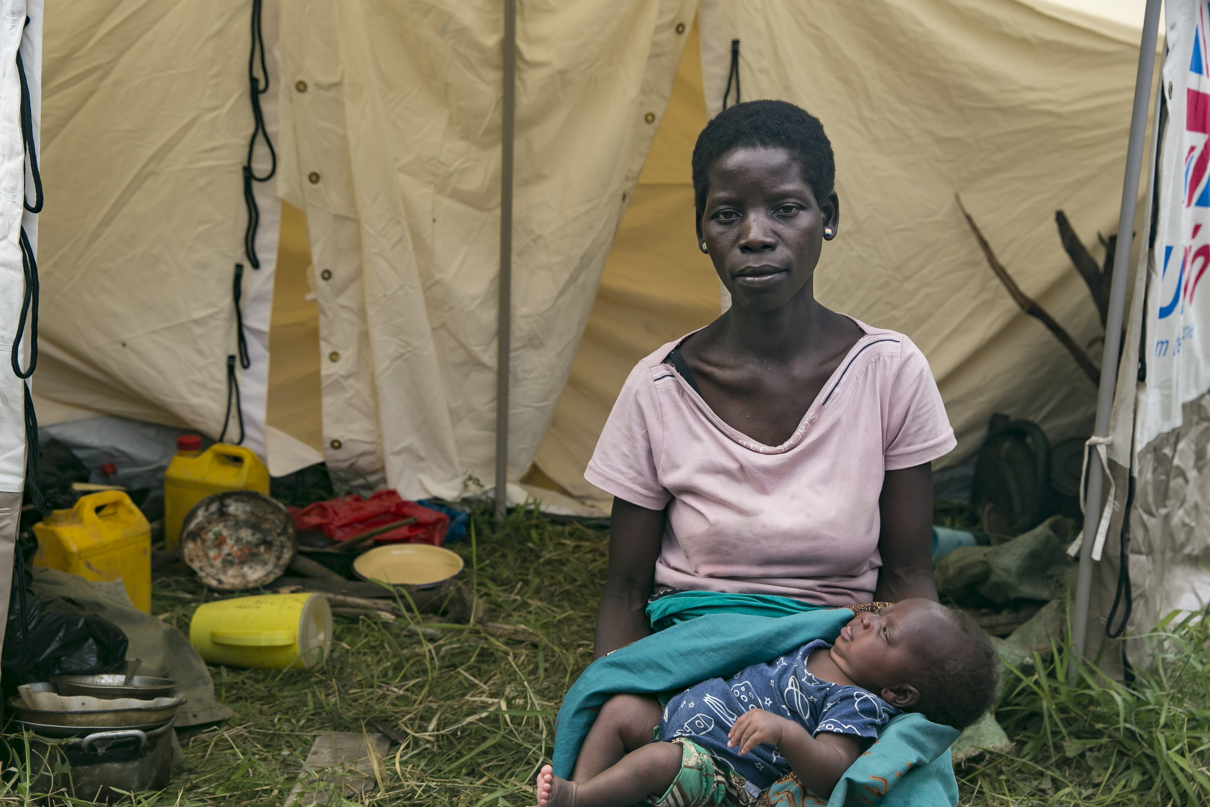 Pascua Manuel Alfonete with her infant daughter, Ana, at a displacement camp in central Mozambique.