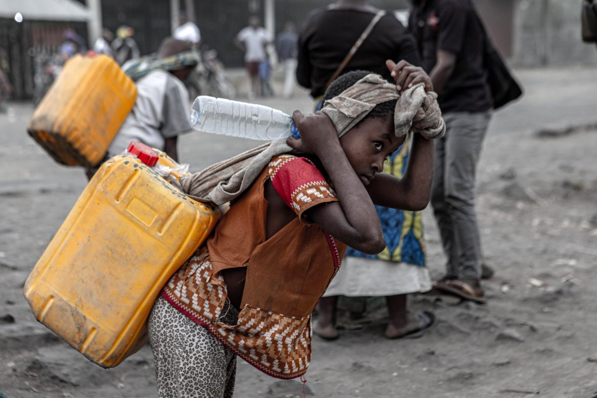 Girl in DRC carrying water after the Mount Nyiragongo eruption, 2021