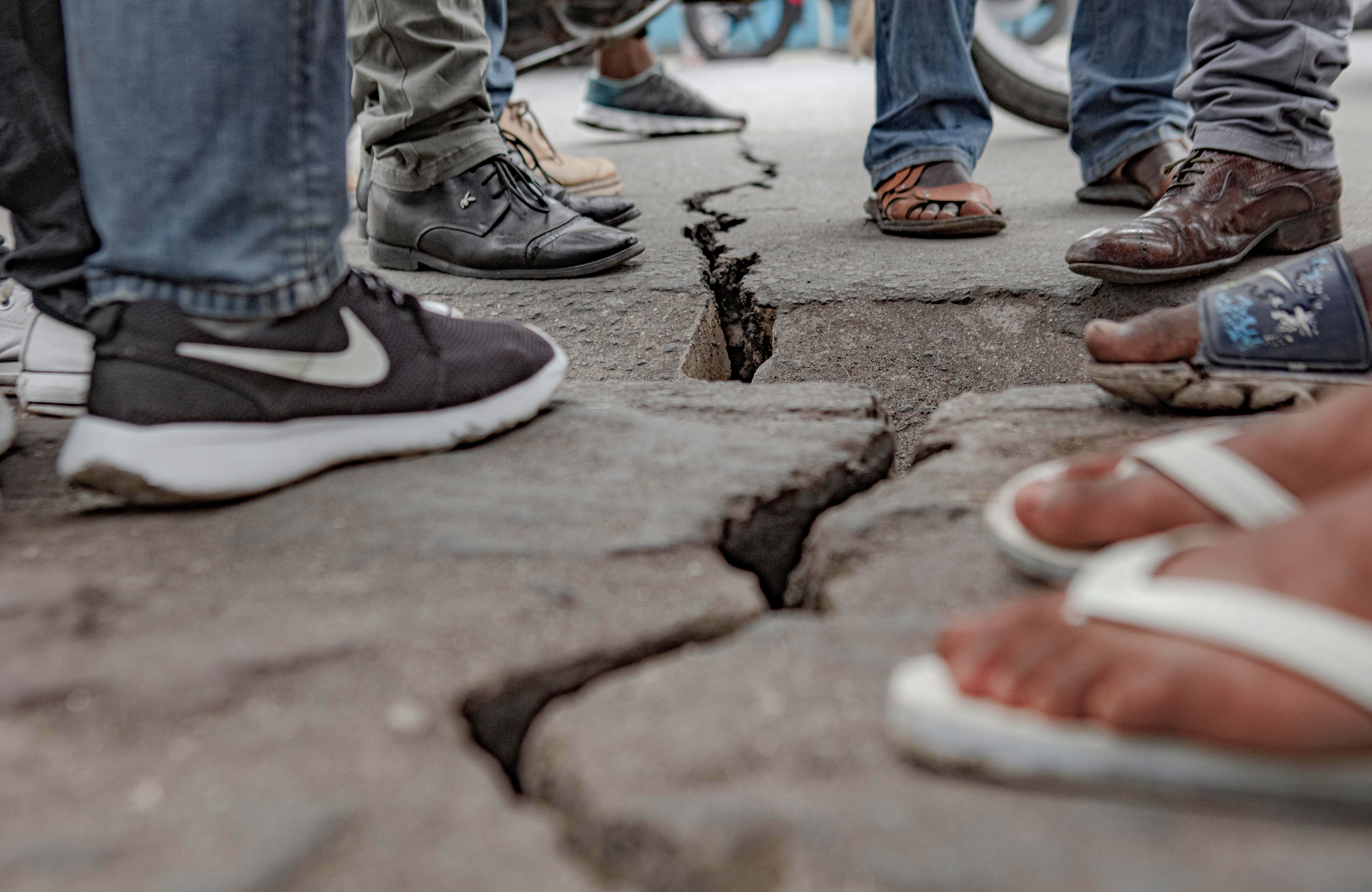 The crack caused by the earthquake in Goma after the volcanic eruption.